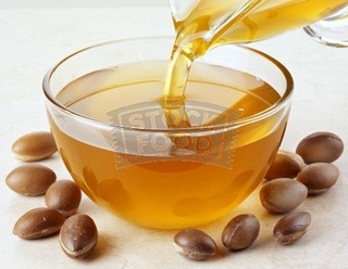 argan-oil-and-nuts-for-acne